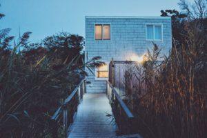 Fenêtres et maisons en bois