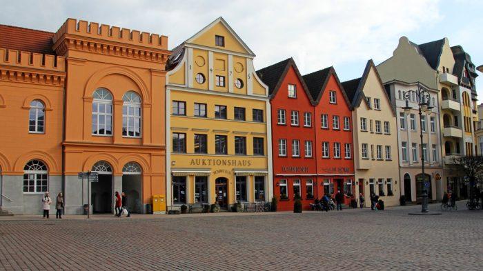 Façades colorées et architecture